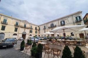 In palazzo storico del 1700 con affaccio su piazza