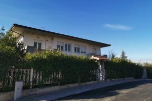 Villa INDIPENDENTE con giardino ideale anche per struttura ricettiva