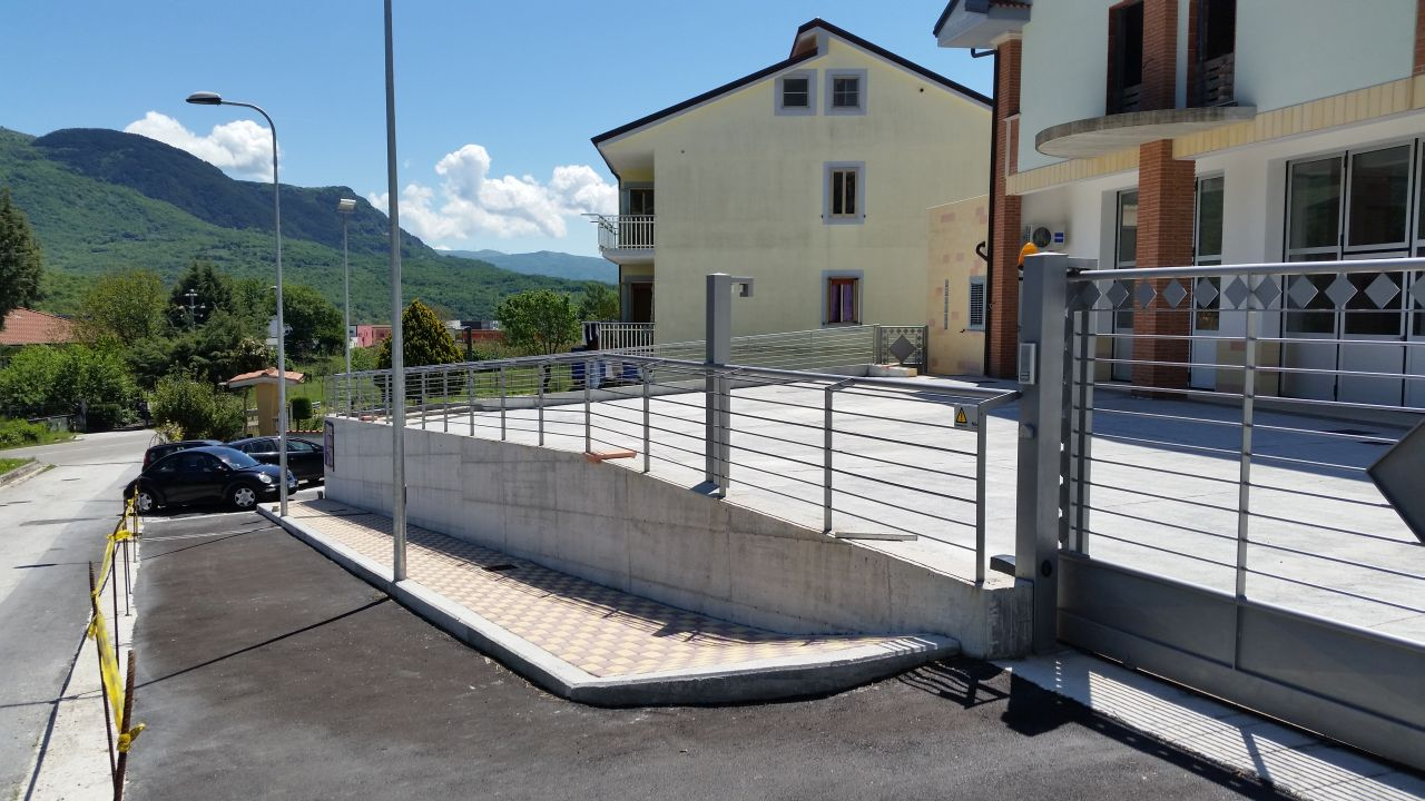 Zona colle verde for 2 costi di costruzione del garage per auto